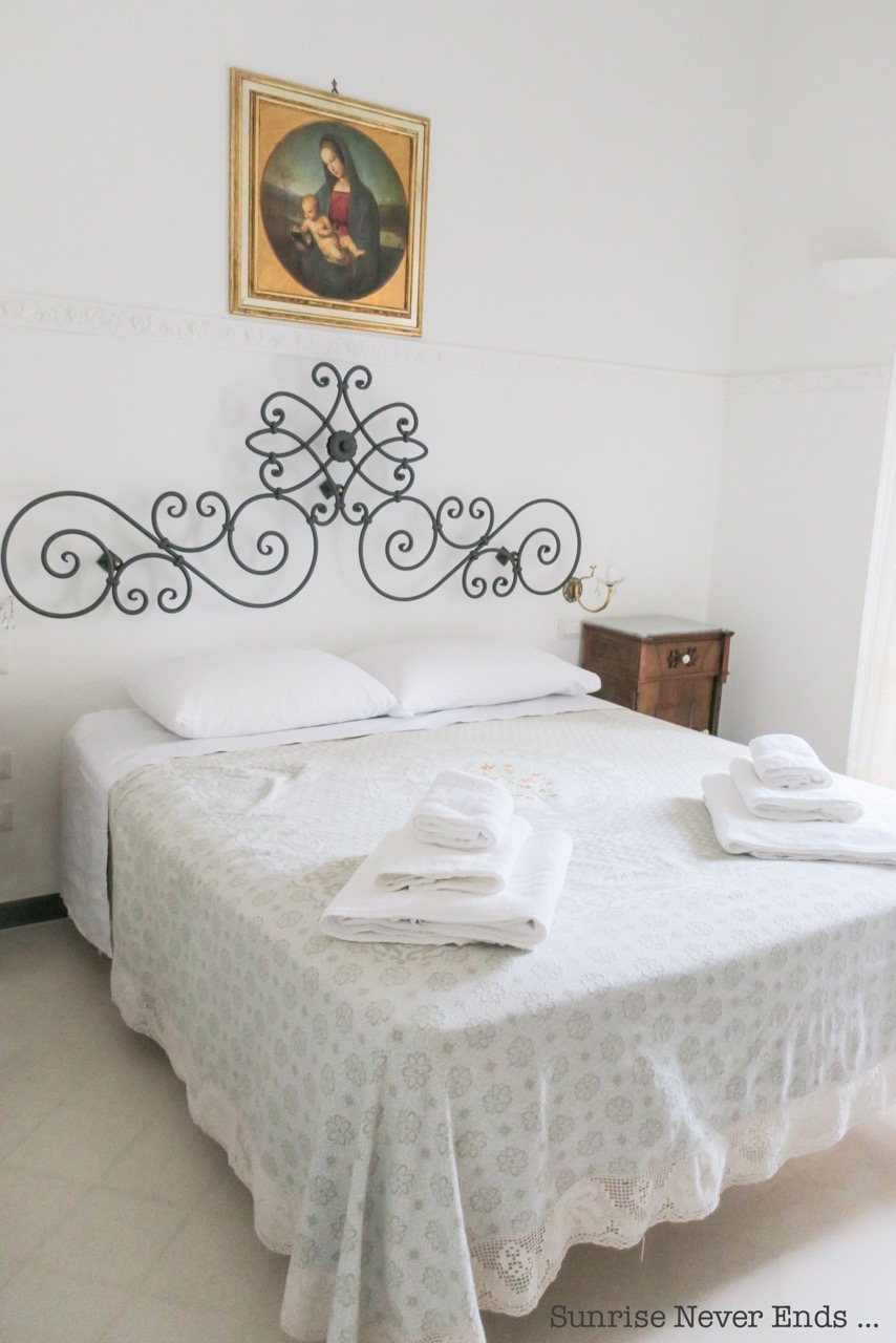 not,bed and breakfast,hotel,logement,city guide,travel guide,sicilianroadtrip,sickle,italic,costanzo,salon de thé,restaurant