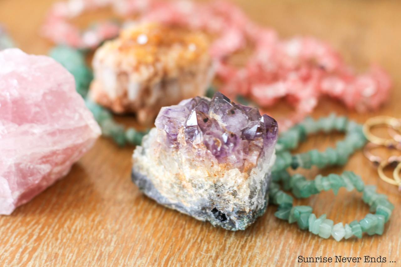 lithothérapie,pierres,gemme,bijoux,sathyne,chromothérapie,new age,croyances,purification