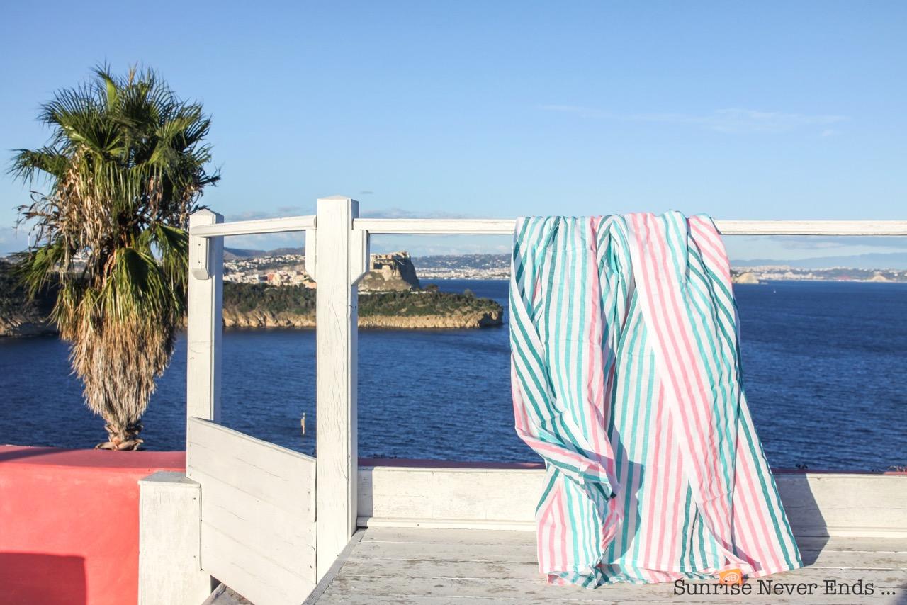 procida,solchiaro,sochiaro resort,hotel,maison d'notes,travel,voyage,italic,island,ile,mediterrannée,hidden paradise,paradis caché,travel guide,travel blogger,las bayadas,mexican beach blanket,teva,chaussures