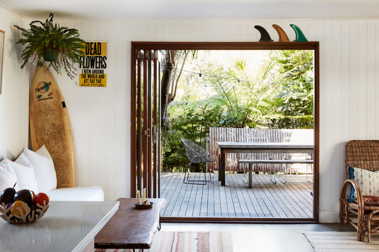 beach shack,surf shack,cabanon,maison,bungalow,bangalow,australis,byron bay,holly McCauley,décoration,family home,vintage,rotin,rattan,meubles en rotin,surf boards