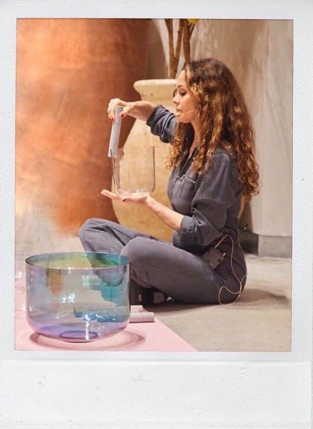 mayia alleaume,sound bath,méditation sonore,bain de crystal,crystal bowl healing