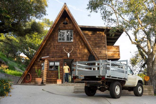 santa barbara,californie,a-frame,maison,beach shack, surf shack,inspiration,décoration,déco,maison en bois,a beachy life,jeff johnson,kara thoms,indoek