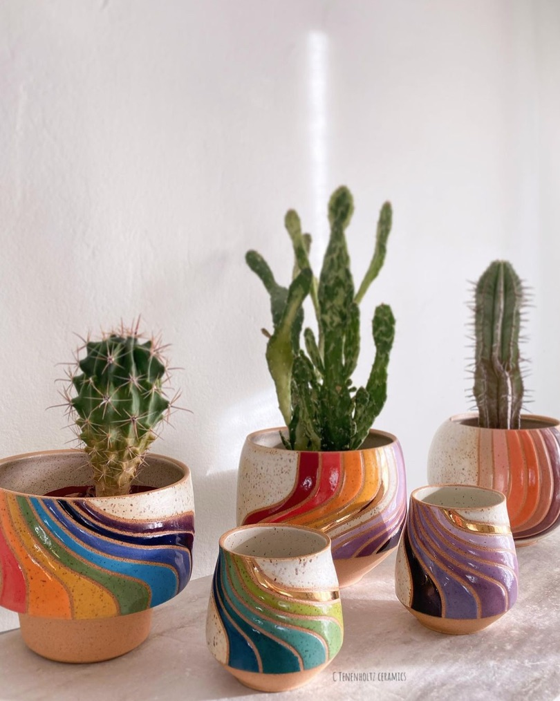 rainbow,céramiques,poterie,christine tenenholtz,assiettes,mugs,pots de fleurs,arizona,usa,rainbow,arc-en-ciel